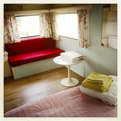 150805 6997 Caravane Bed Tafeltje Corr 850Px