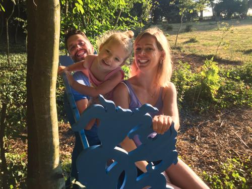 Laura en Tommy op het #blauwebankje